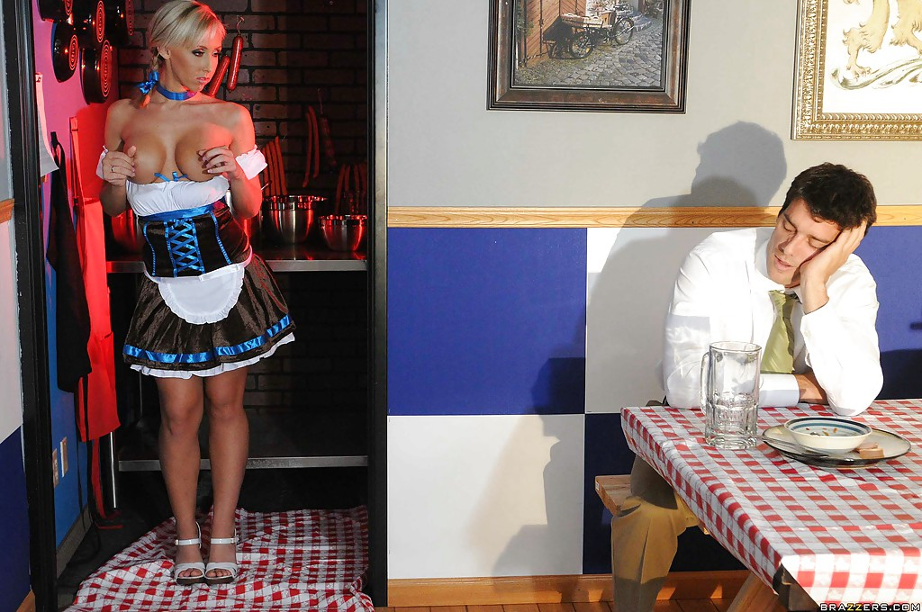 Смотреть официантка онлайн