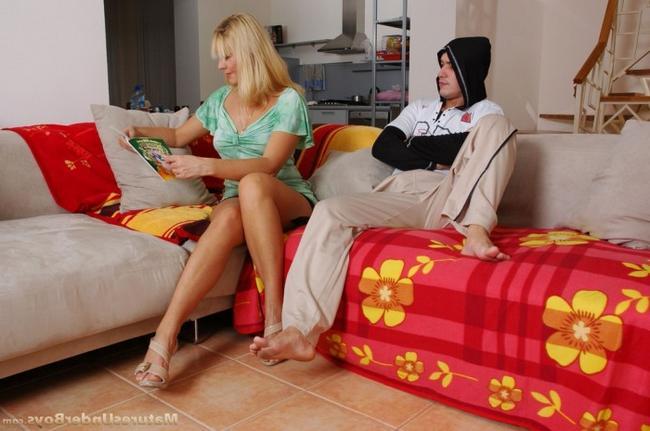 Смотреть Похотливая мать онлайн