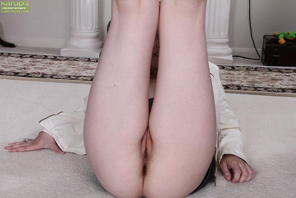 Смотреть кожаную юбочке онлайн