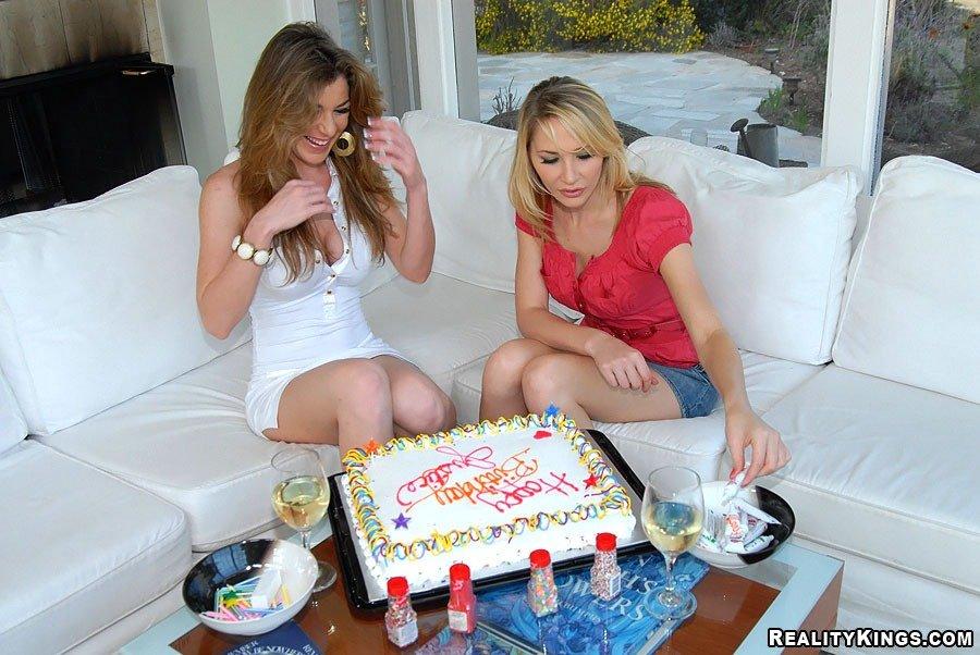 Смотреть шампанское занимаются онлайн